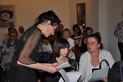 Performance-artisten Anna Rozenfeld höll en föreläsning/workshop om Sholem Alejchems verk. Foto: Stanisław Godula.