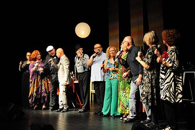 Den skånska gruppen Lundavänner framförde sin föreställning Dni, których nie znamy/Dagar vi inte känner på Singerfestivalens avslutningsdag. Foto: Stanisław Godula