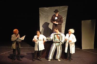Judiska teatern visade Robotplaneten efter Stanislaw Lems novell. I rollerna sågs Ido Yona-Yamin, Amichai Elharar , Merav Elbaz, Yanay Yiftah Erez  och Vardy Narkis Gol.