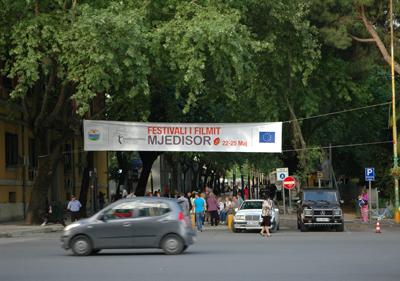 Det är filmfestival i Tirana i slutet av maj 2013.