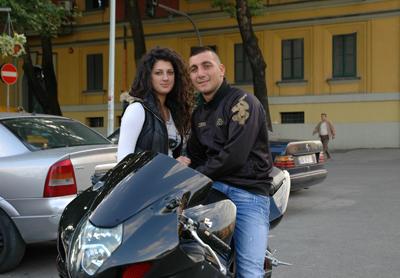 Ungt par i Tirana.
