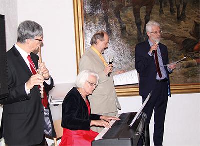 Ett musikaliskt divertissemang med Anders Öman, Birgitta Öman, Swami Saraswati och Lennart Ilke. Foto: Waldemar Ostrycharczyk.