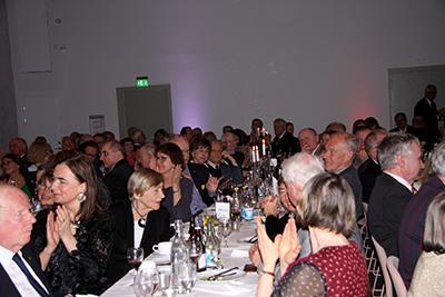 Tal och utmärkelser av olika slag applåderas generöst. Foto: Waldemar Ostrycharczyk