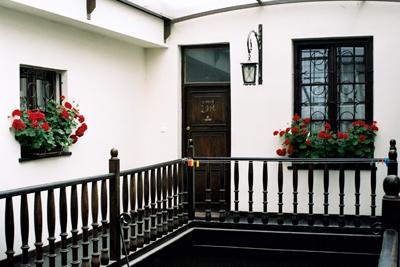 Ett hus i gamla stan i Zamosc. På dörren finns märken med krita K+M+B 2011 till minne av de tre vise männen Kaspar, Melchior och Balthazar.