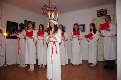 Lucia, Zofia Maj, och hennes tärnor sjöng. Foto: Stanislaw Godula.
