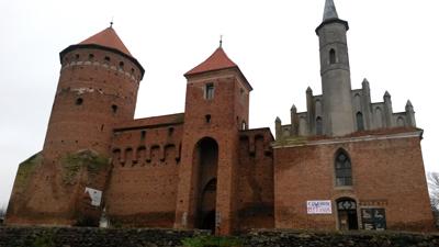 Den gamla borgen i Reszel vakar över staden, en skugga från medeltiden.  Foto: Heleen Podsędkowski.