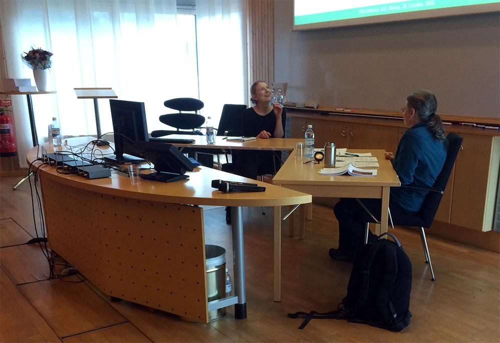 Ewa Zin och opponenten Opponenten, dr Emily K. Heyerdahl från USA. Foto: Bo Bergman.