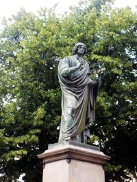 Copernicus står staty i centrala Torun. Foto: G. Lindberg