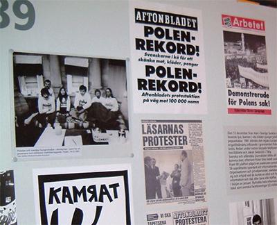 På en utställning om Solidaritet i Stockholm  2003 visades bilder, artiklar och affischer från 1980-talet. Upp till vänster syns en bild av de hungerstrejkande i domkyrkan 1981. Foto: Jan Axel Stoltz.