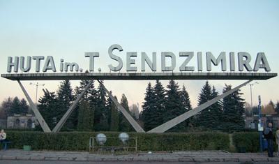 Sedan 1990 är  stålverket uppkallat efter ingenjören  och uppfinnaren  Tadeusz Sendzimir.