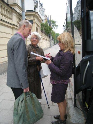 Kaj Wahlberg, XX och Krystyna Larsson förbereder sig inför resan.