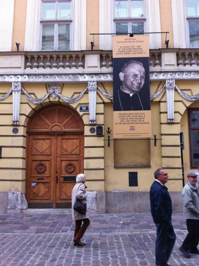 Johannes Paulus II närvaro i Kraków är påtaglig – det var också där han levde och verkade under alla år före påvevalet 1978.