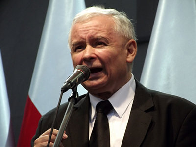 PiS-ledaren Jarosław Kaczyński höll ett brandtal mot medborgarrörelsen KOD. Foto: Piotr Drabik, wikipedia.