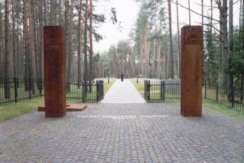 Ingången till den polska krigskyrkogården i Katyn. Foto: wikipedia