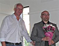 Kent Larsson tackar Artur Szulc efter föreläsningen. Foto. Ela Lovén.