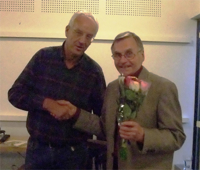 Kent Larsson tackar Terho Paulsson för ett aptithöjande föredrag.