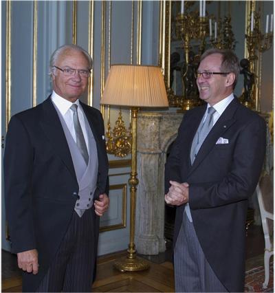 Så här vill avgående ambassadören Adam Hałaciński bli ihågkommen – bilden på twitter visar kung Carl XVI Gustafs  avskedsaudiens på slottet.  Foto: Kungahuset.se