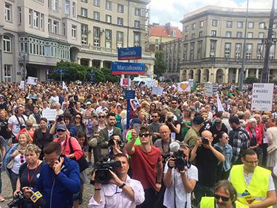 Demonstration för kvinnors rättigheter i Warszawa. Foto: Facebook.