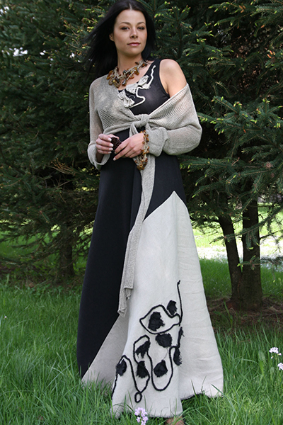 Foto: Grzegorz Podlasek Underbar klänning i 100 % lin från NP Style. Foto: Grzegorz Podlasek