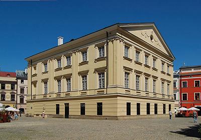 Foto: Marcin Bialek Krontribunalen inrättades redan 1578 men byggnaden som den är idag uppfördes i klassisk stil i slutet av 1700-talet.