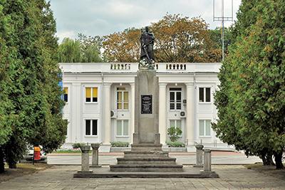 Det nedmionterade sovjetiska monumentet medan det fortfarande stod på plats. Bild wikipedia.