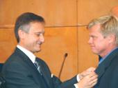 –Jag är stolt och glad över att bli ihågkommen, sa Niklas Holm när ambassadör Marek Prawda fäste förtjänsttecknet på hans kavaj. Jag gjorde vad många andra också gjorde, men jag begick misstaget att åka fast.