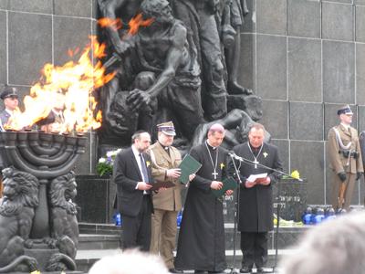 Överrabbin Schudrich tillsammans med de tre kristna militärprästerna.