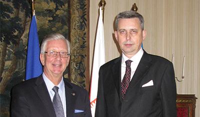 Peter Eklund har talat med Polens nya ambassadör i Sverige,  Wiesław Tarka. Foto: Klementyna Mateja.