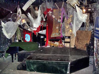 Scenen på Piwnica Pod Baranami. Foto: wikipedia.