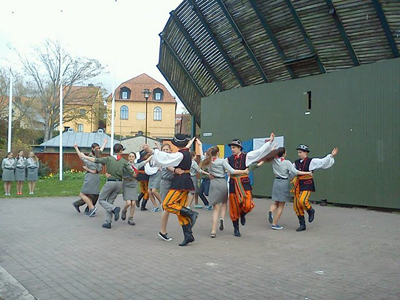 Dzieci Plocka, som är en av de bästa grupperna i Polen, dansade och sjöng på Almedalsscenen.