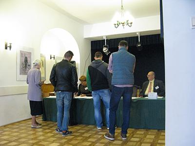Valdeltagandet var under 50 % – men många av dem som röstade vill ha bort etablissemanget. Foto: Jan Axel Stoltz