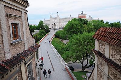Utsikt från Brama Grodzka mot Slottskullen. Foto: Stanisław Godula
