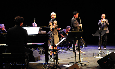 Jelena Kuljić sjöng till tyska bandet Sadawi Paul Brody (trumpet), Christian Dawid (klarinett), Christian Koegel (gitarr), Martin Lillich (bas) och Michael Griener (percussion). Konserten är en hyllning till den ukrainsk-judiska poeten Rose Ausländer. Foto: Stanisław Godula