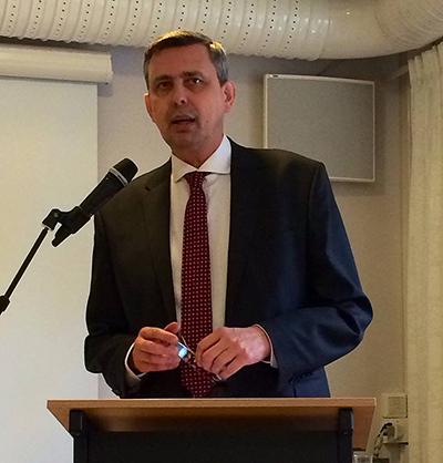 Polens nya ambassadör, Wiesław Tarka talade om den politiska situationen i Polen utifrån söndagens presidentval. Foto: Lennart Ilke.