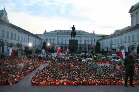 Warsaw bids farewell of President Lech Kaczynski_5_Warsaw, Palace of President, today on the early morning