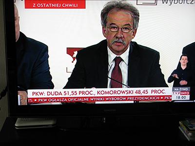 Valkommissionens ordförande, Wojciech Hermeliński, meddelade slutresultatet på måndagskvällen.