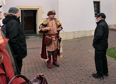 Med stadens nycklar i handen berättade guiden om den historiska staden Zamość.