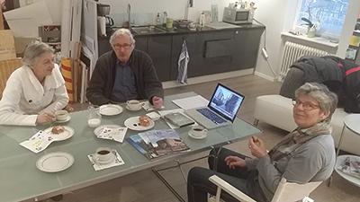 Ela och Arne Lovén kläcker idéer med Git Johansson. Foto: Kent Larsson.
